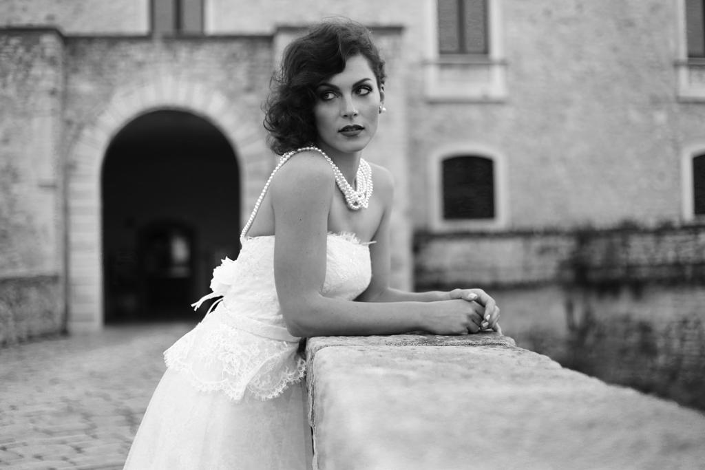 Collana di perle su abito da sposa Savarese a Venosa